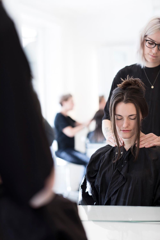 Få en dameklip hos frisør Pii i København K
